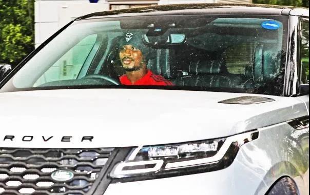 曼联众球星驾豪车恢复集训 是谁开来了劳斯莱斯?插图(2)